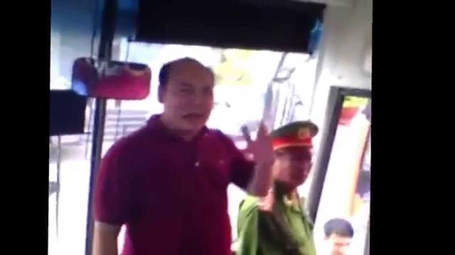 Ông chủ Thành Bưởi nổi 'điên' khi xe bị thanh tra tạm giữ