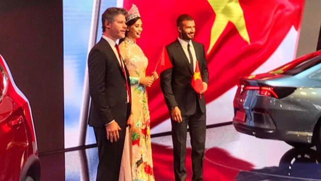 Hoa hậu Trần Tiểu Vy sánh vai Beckham trong lễ ra mắt xe