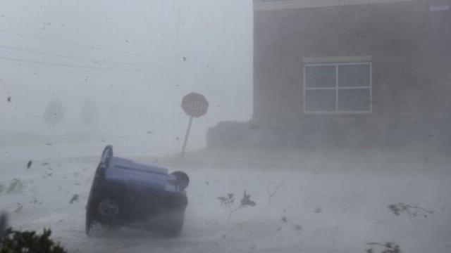 Mắt bão Michael đổ bộ vào khu vực đất liền gần biển Mexico, Florida, vào khoảng 14 giờ ngày 10-10
