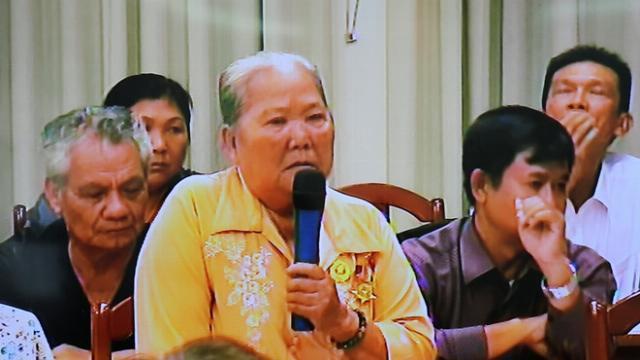 Người dân Thủ Thiêm rơi nước mắt khi gặp lại Chủ tịch TP.HCM