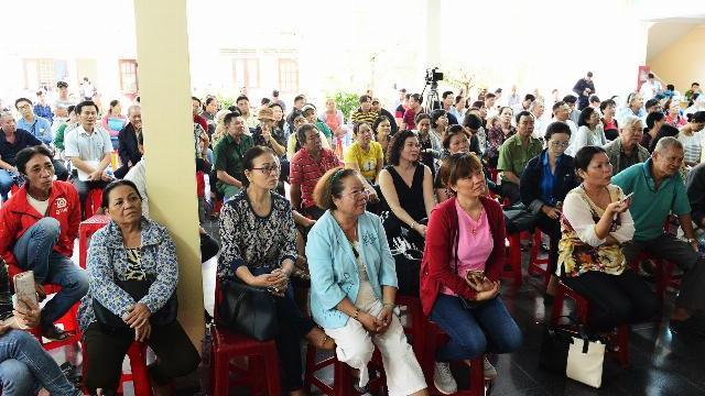 Hàng trăm người theo dõi Chủ tịch TP.HCM tiếp dân Thủ Thiêm qua tivi