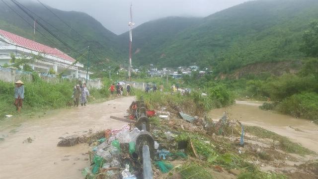 Vỡ hồ nhân tạo, 10 người chết, 2 người mất tích ở Khánh Hòa