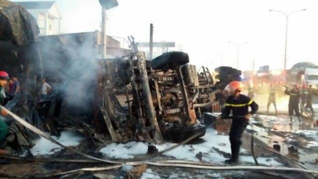 Cận cảnh hiện trường sau vụ cháy xe bồn chở xăng ở Bình Phước