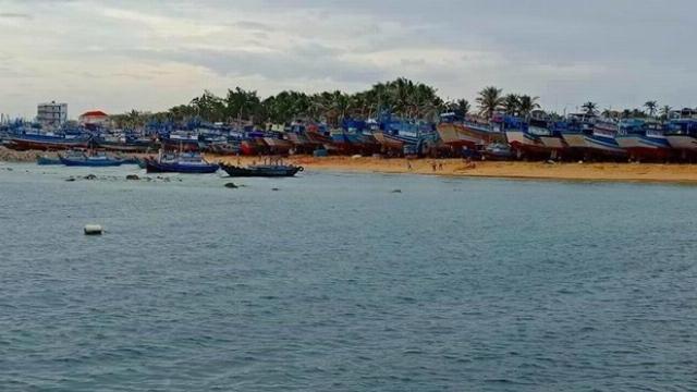 Đảo Phú Quý xuất hiện sóng bạc đầu trước khi bão số 9 đến