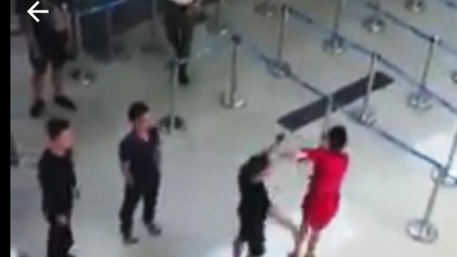 Nữ nhân viên Vietjet Air bị 3 người tấn công ở CHK Thọ Xuân