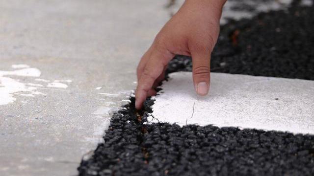 Cao tốc 34.000 tỷ: Lộ lún nứt, đút lọt cả ngón tay