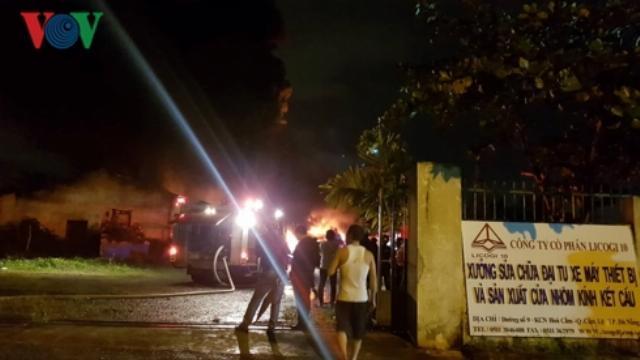 Cháy cực lớn tại Khu Công nghiệp Hòa Cầm, TP Đà Nẵng
