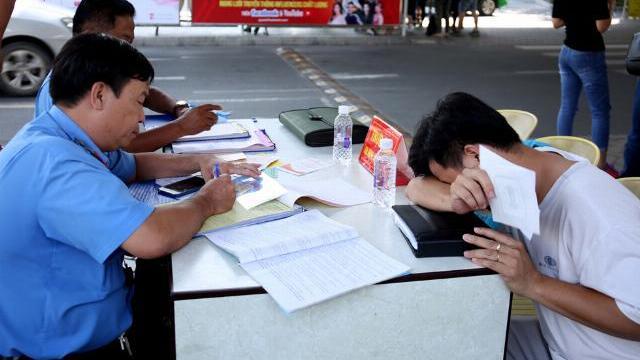 Tài xế Grab ngỡ ngàng bị TTGT phạt tiền triệu ở sân bay Tân Sơn Nhất
