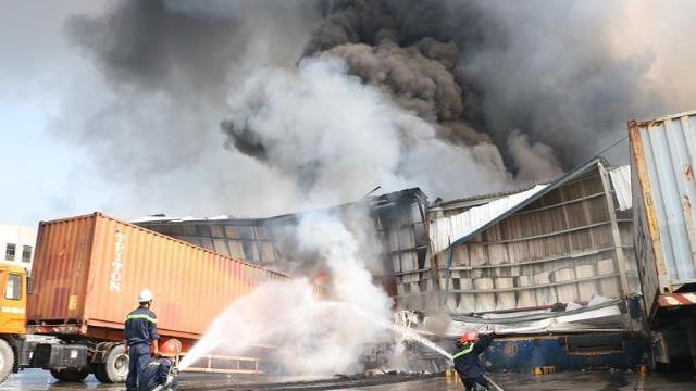 Cháy dữ dội KCN Sóng Thần Bình Dương