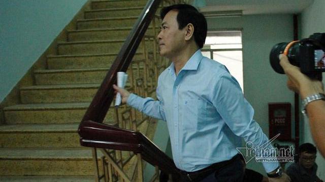 Nguyễn Hữu Linh chạy trốn vào nhà vệ sinh