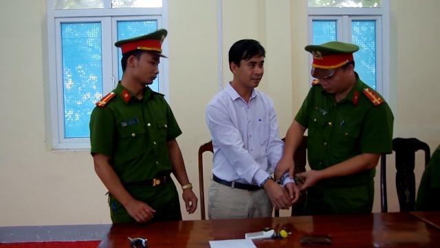 Chủ tịch xã chiếm đoạt tiền công bảo vệ rừng của người dân