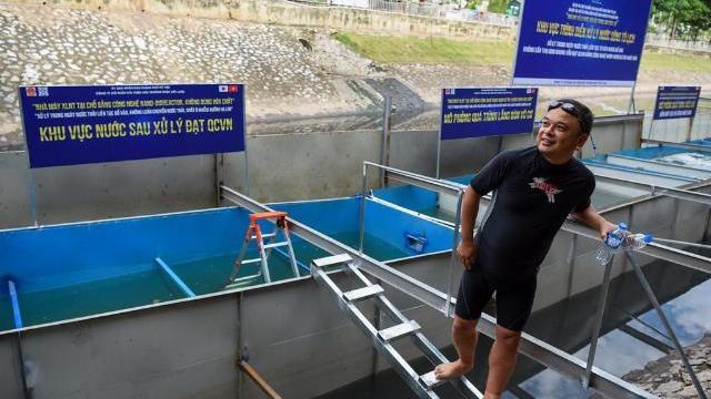 Chuyên gia Nhật Bản tiết lộ bất ngờ sau khi tắm nước sông Tô Lịch