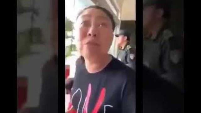 Người phụ nữ chửi nhân viên an ninh sân bay