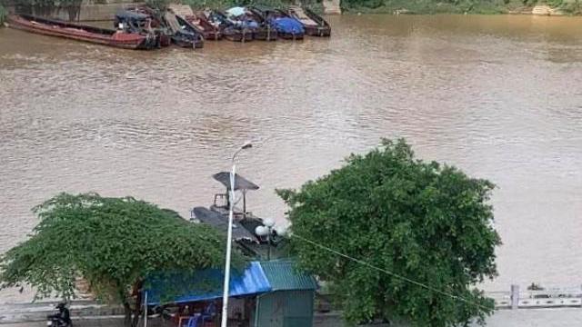 Buôn lậu công khai trước chốt biên phòng Quảng Ninh