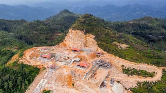 Ngổn ngang công trường phá núi xây chùa Lũng Cú 800 tỷ ở Hà Giang.mp4