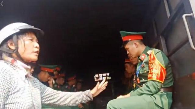 Người dân xã Đồng Tâm lại bắt giữ bộ đội gây xôn xao