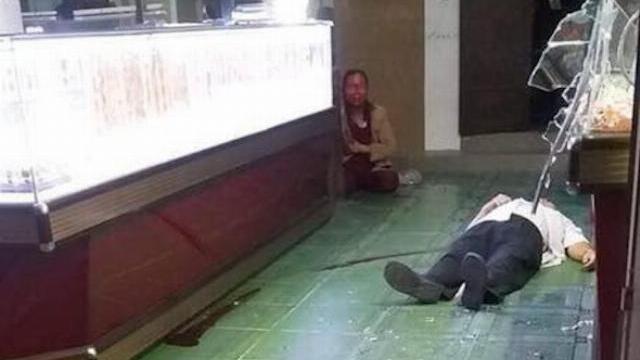 Cướp táo tợn tấn công vợ chồng chủ tiệm vàng để cướp giữa đêm