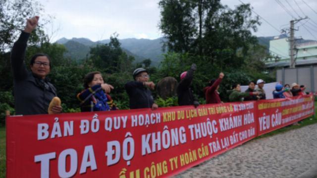 Sau 20 năm dân Nha Trang lại căng băng rôn đòi đất tại dự án Sông Lô