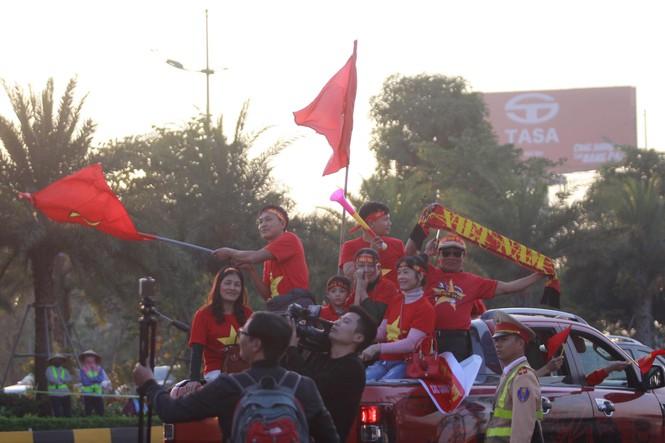 Trực tiếp: U22 Việt Nam, tuyển bóng đá nữ Việt Nam về nước