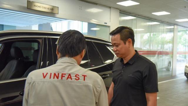 Trải nghiệm một giờ làm 'thượng đế' của VinFast khi bảo dưỡng xe