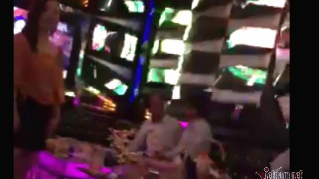 Nghi vấn Viện trưởng KSND ở Đắk Lắk đi hát karaoke ôm bị quay clip
