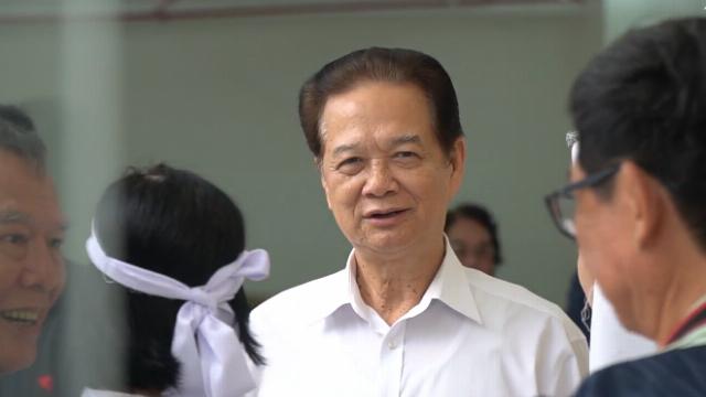 Nguyên Thủ tướng Nguyễn Tấn Dũng đến viếng nghệ sĩ Nguyễn Chánh Tín