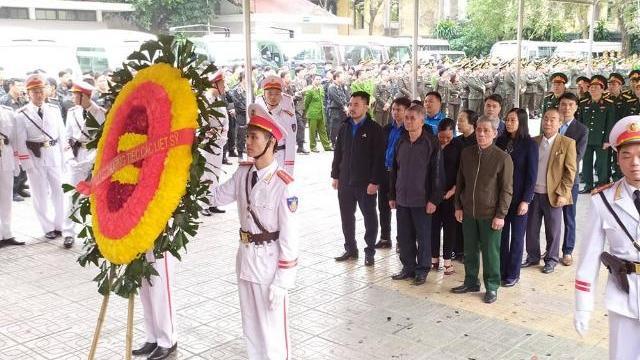 Đại diện nhân dân thôn Hoành, xã Đồng Tâm, huyện Mỹ Đức vào viếng