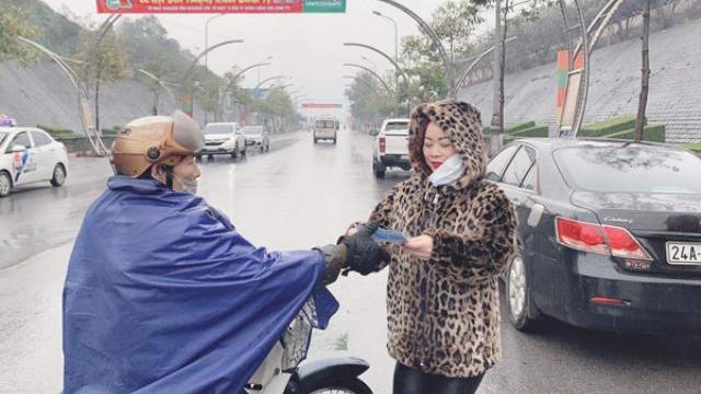 Phát miễn phí hàng ngàn khẩu trang cho người dân thành phố Lào Cai