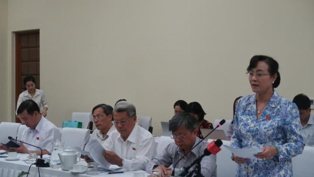 Đại biểu Nguyễn Thị Quyết Tâm dẫn ví dụ về việc ý thức người dân ở nước ngoài
