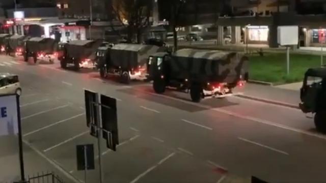 Covid-19 Italy điều xe quân đội chở thi thể đi hỏa táng