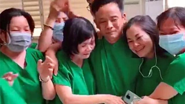 Y bác sĩ bật khóc khi bệnh nhân cuối cùng âm tính với COVID-19