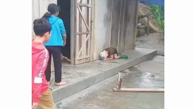 Con trai cầm ghế đánh mẹ bất tỉnh vì cãi nhau