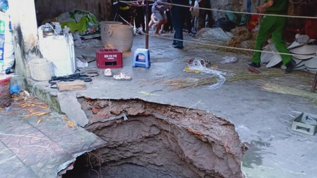 Hố tử thần suýt nuốt trọn 6 người ở Hà Nội