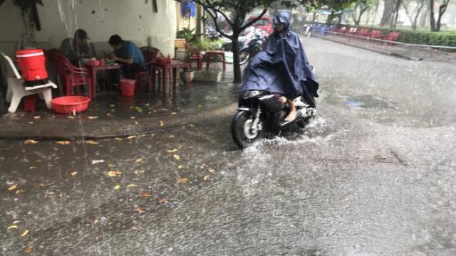 Cơn mưa sáng Sài Gòn giảm nhiệt sau thời gian nắng nóng kéo dài