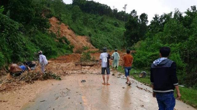 Kinh hoàng khoảnh khắc sạt lở khủng khiếp ở Bắc Trà My, Quảng Nam