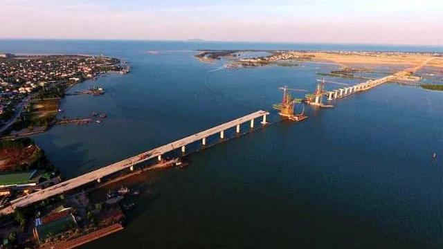 Cầu vượt sông Lam trước ngày hoàn thành
