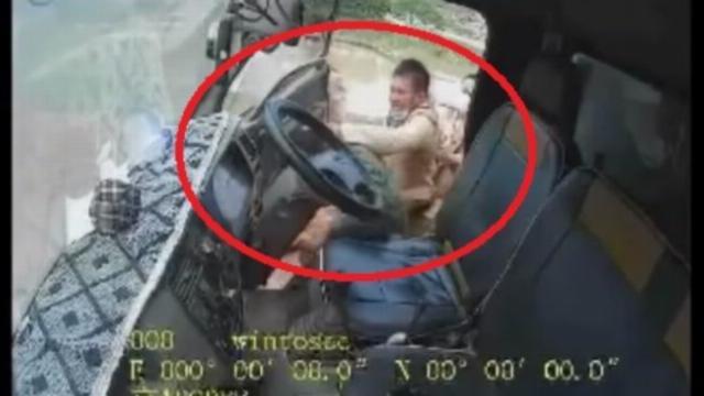 CSGT tát tài xế xe tải cố tình bỏ chạy 7 km Công an Bắc Giang