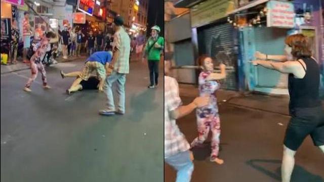 Xôn xao clip 2 phụ nữ cầm gậy phang nhau, ông Tây lao vào can cũng dính đòn