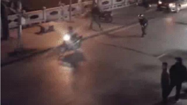 Nhóm thanh niên phóng xe gây náo loạn đường phố bị CSGT vây bắt