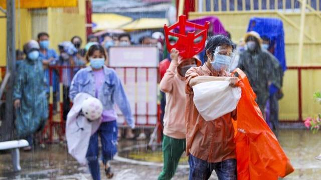 TP.HCM ngày đầu tiêm vaccine Sinopharm: 'Có vaccine tiêm là mừng'