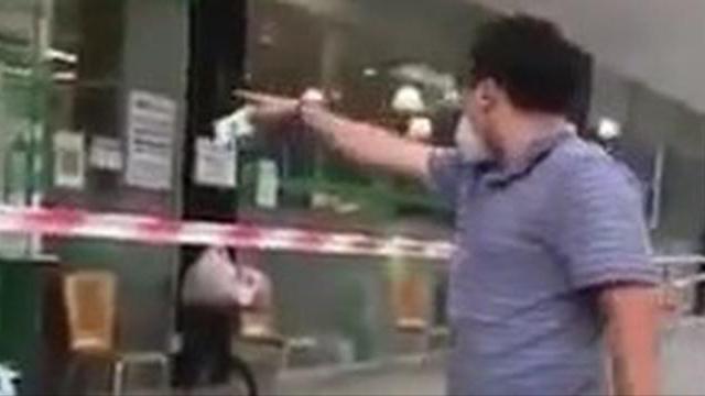 Người đàn ông tự xưng 'Ban chỉ đạo quận 7' la lối, chửi bới ở siêu thị